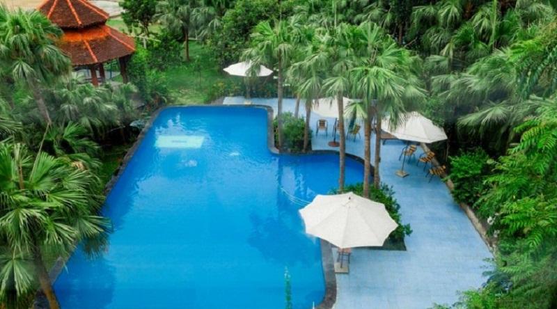 Bể bơi xanh mát ở Family resort Ba Vì