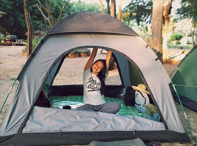 Thức dậy một buổi sớm mai ở lều cắm trại