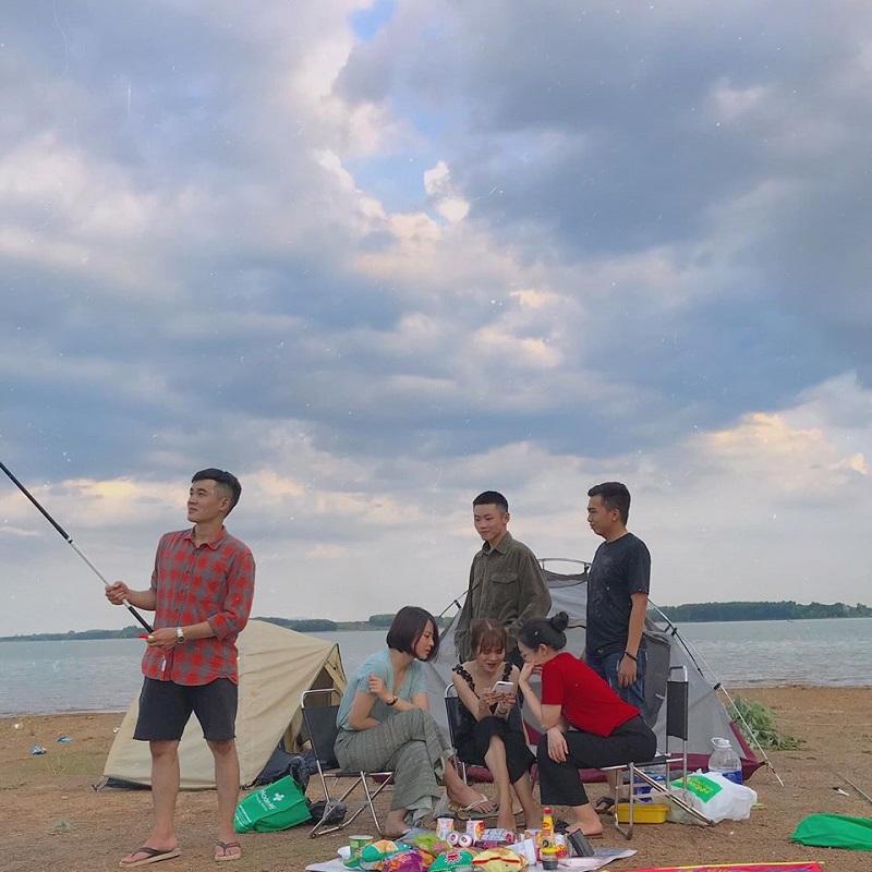 Cắm trại và vui chơi ở hồ Trị An