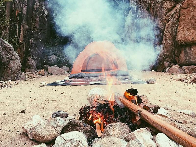 Đốt lửa trại ở Ghềnh Bàng