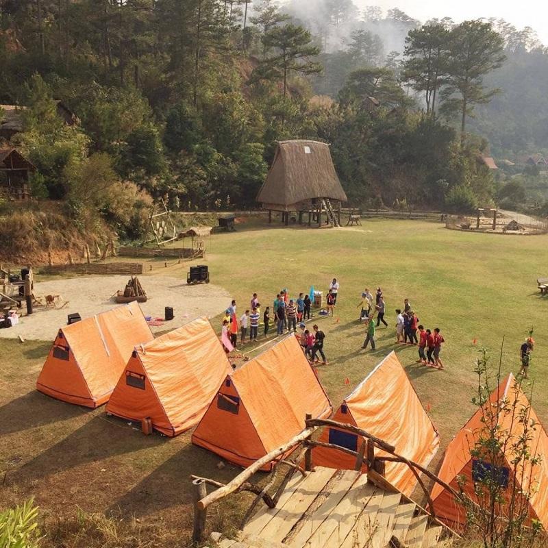 Lều bạt tập thể ở làng Cù Lần Đà Lạt