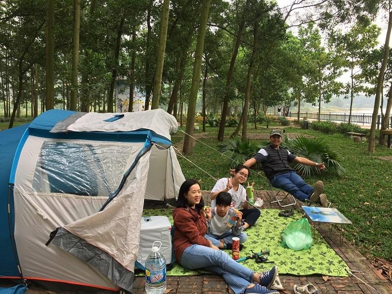 Các gia đình thường lựa chọn đi cắm trại vào dịp cuối tuần