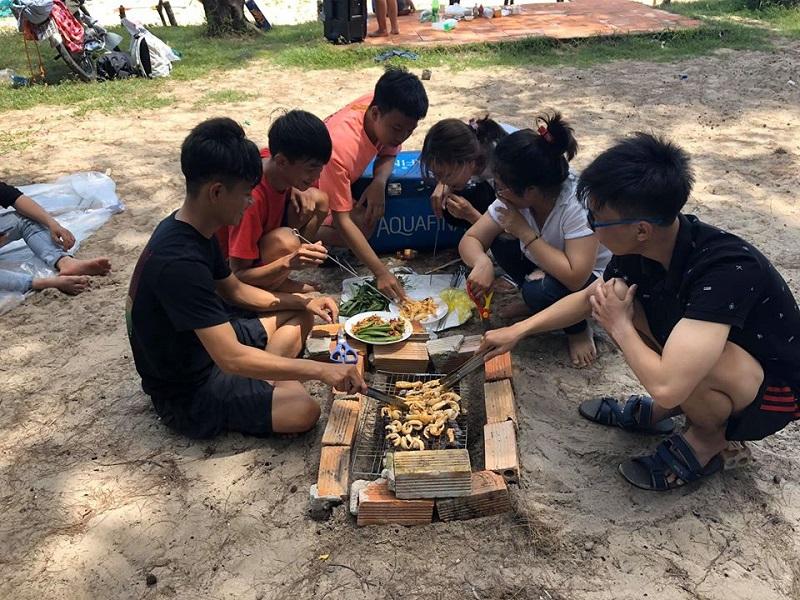 Tổ chức ăn uống bên bờ biển