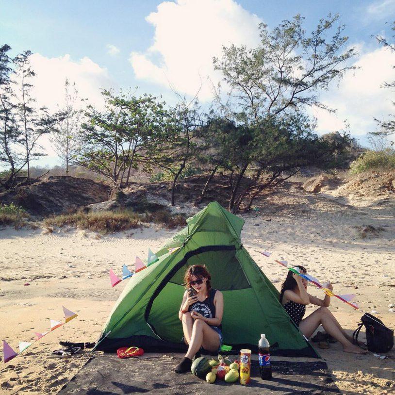 Tổ chức cắm trại ở chân đèo