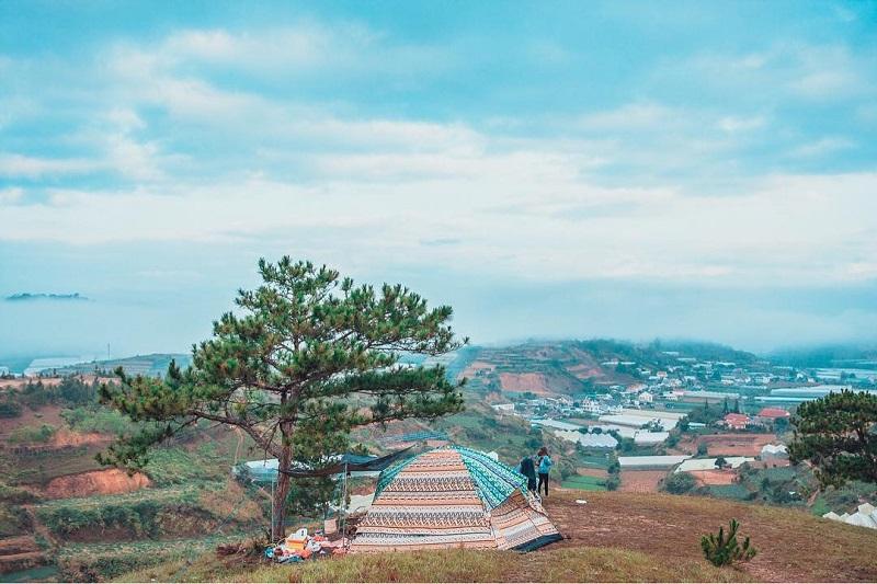 Dựng lều trại trên đỉnh đồi Thiên Phúc Đức ngắm nhìn Đà Lạt