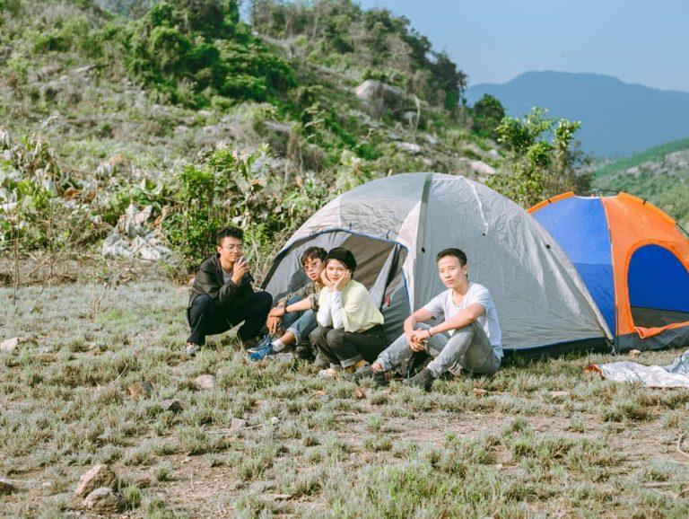 Dựng lều trại ở hồ Đồng Xanh Đồng Nghê