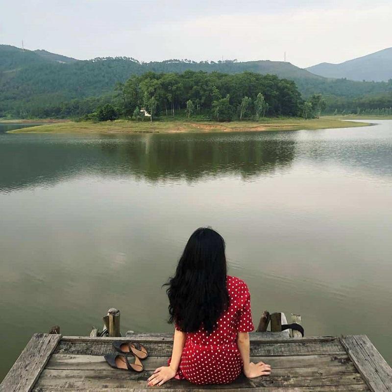 Hồ Quan Sơn với bầu không khí trong lành