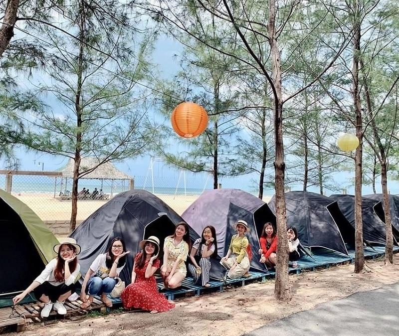 Lều trại được dựng ở sát biển