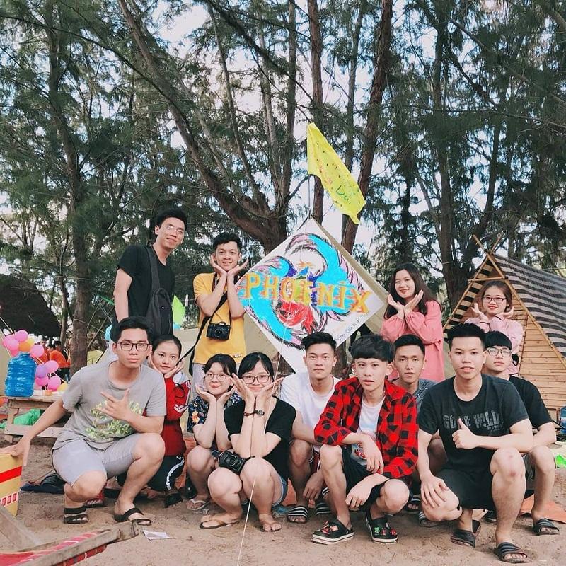 Các bạn trẻ tổ chức cắm trại ở đèo Nước Ngọt