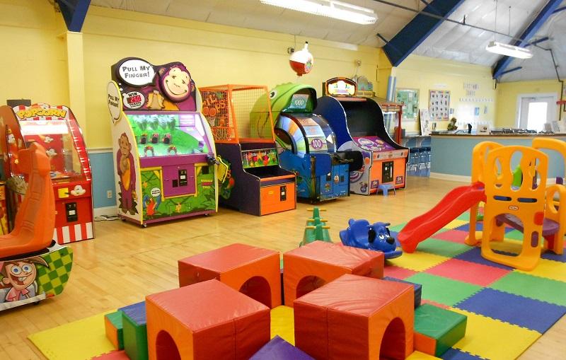 Khu vui chơi trong nhà đầy đủ các trò chơi giải trí để các bạn nhỏ tham gia