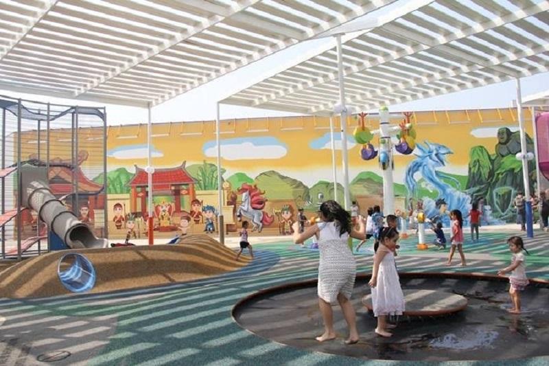 Khu vui chơi Vivo city được xây dựng mái hiên che thoáng mát