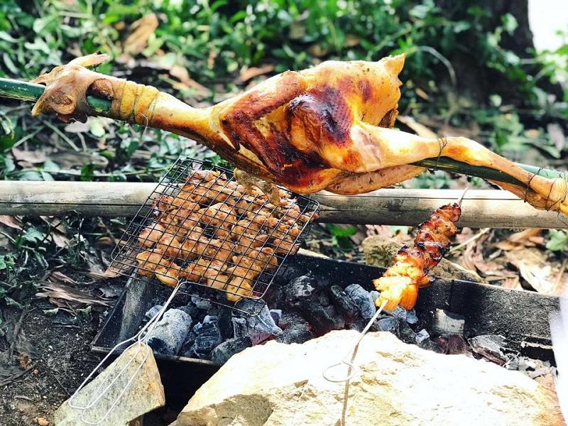 Tổ chức nướng thịt trên bếp than hoa