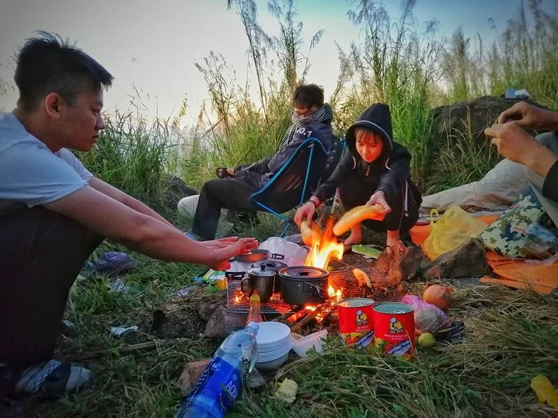 Tổ chức nấu nướng và ăn uống khi đi cắm trại