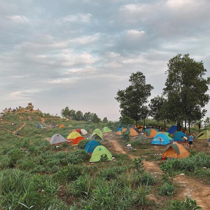 Rất nhiều người lựa chọn núi Chứa Chan để cắm trại