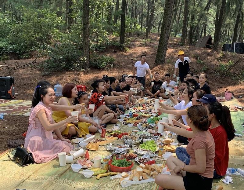 Các gia đình thường ghé tới để tổ chức ăn uống cắm trại vào dịp cuối tuần