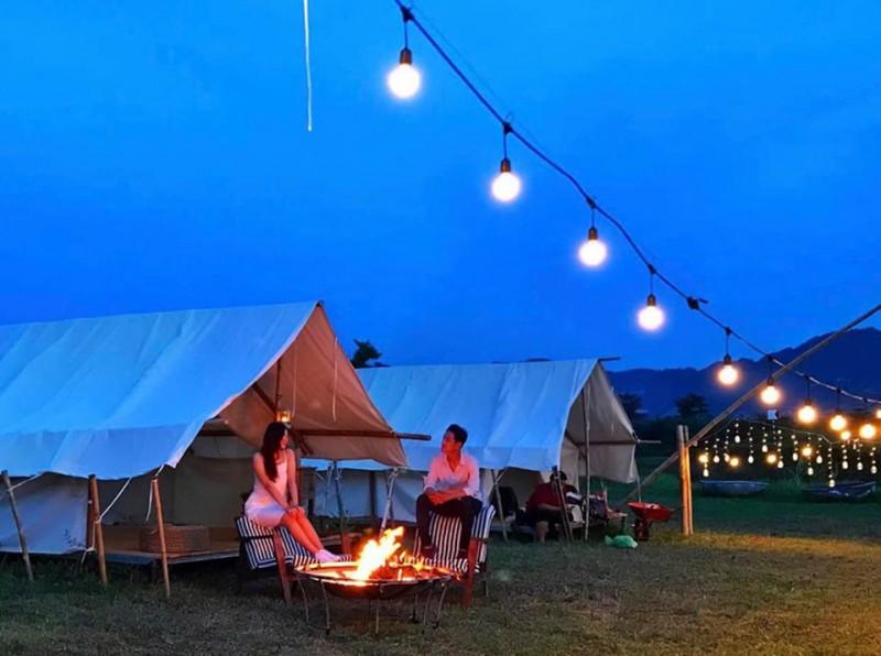 Buổi tối đốt lửa trại ở Yên Retreat