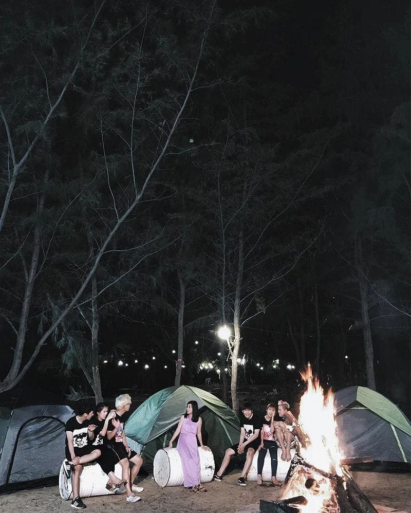 Buổi tối đốt lửa trại cùng đám bạn