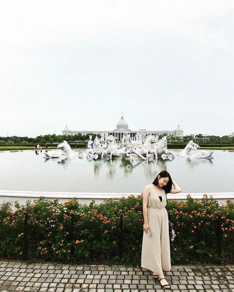 Quang cảnh bên ngoài bảo tàng Chimei với lối kiến trúc Châu Âu