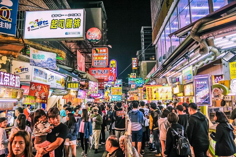 Khung cảnh chợ đêm Phùng Giáp tấp nập vào buổi tối