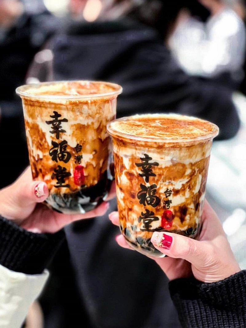 Cốc trà sữa thơm ngon ở Đài Loan