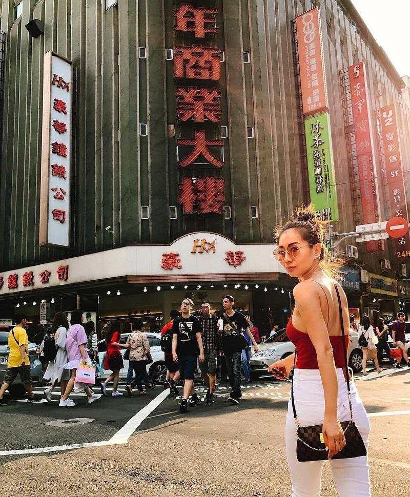 Khu mua sắm Tây Môn Đình (Ximending) Đài Loan thu hút rất đông du khách và người dân địa phương