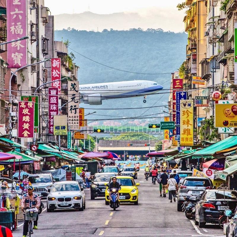 Hình ảnh máy bay trên đường phố ở Đài Loan