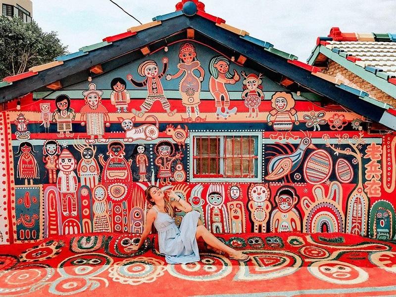 Những ngôi nhà ở làng Cầu Vồng Đài Loan đều được sơn với hình thù đơn giản, màu sắc nổi bật