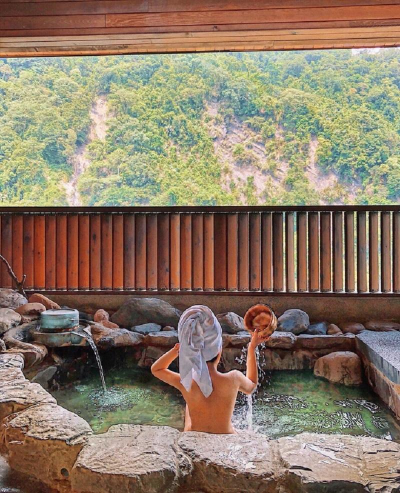 Tắm ở suối nước nóng Xinbeitou