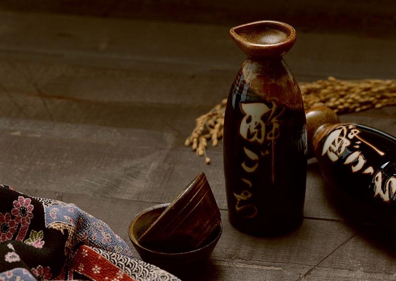 Rượu Thiệu Hưng có nguyên liệu chính được làm từ gạo Bồng Lai và nguồn nước tinh khiết trên cao nguyên Alilan