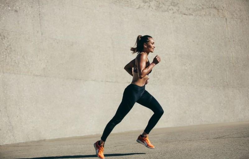 Kết quả hình ảnh cho giữ tay ở góc 90 độ khi chạy bộ