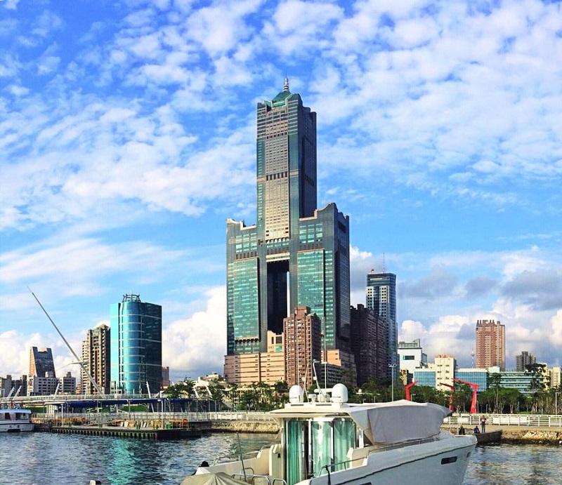 Tuntex Sky là một tòa cao ốc 85 tầng với độ cao 370m