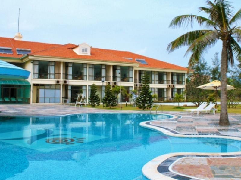 Khu vực hồ bơi và bên ngoài khách sạn Paradise Vũng Tàu