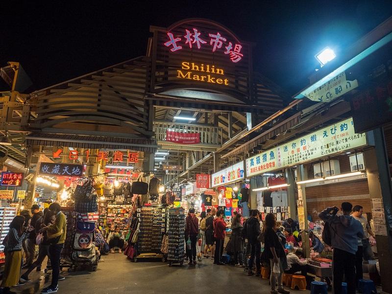 Hình ảnh bên ngoài cổng chợ đêm Shilin