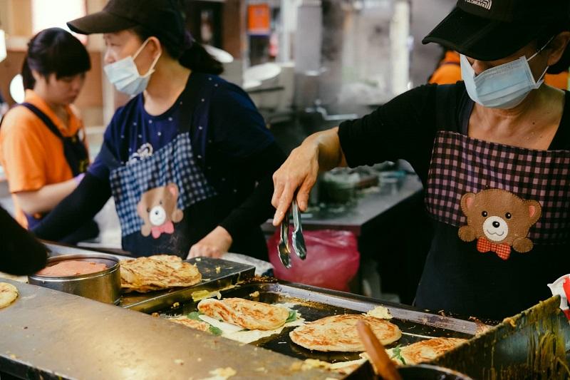 Bánh kếp hành là một món ngon đường phố ở Đài Loan