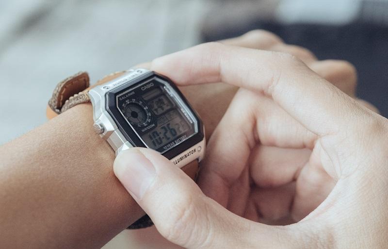 Điều chỉnh lại đồng hồ