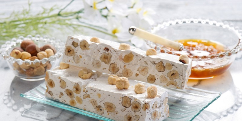 Kẹo đậu phộng được làm từ đậu phộng ngon, sữa bò và mật ong