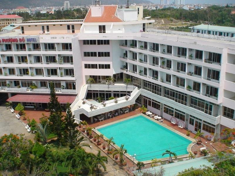 Khuôn viên và hồ bơi khách sạn Hoa Phượng Đỏ Vũng Tàu