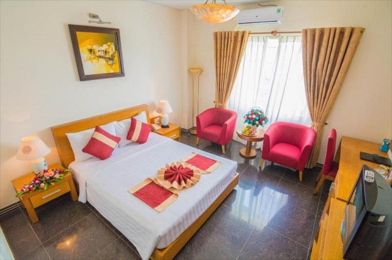 Không gian phòng ngủ ấm cúng của Spring Hotel Vũng Tàu