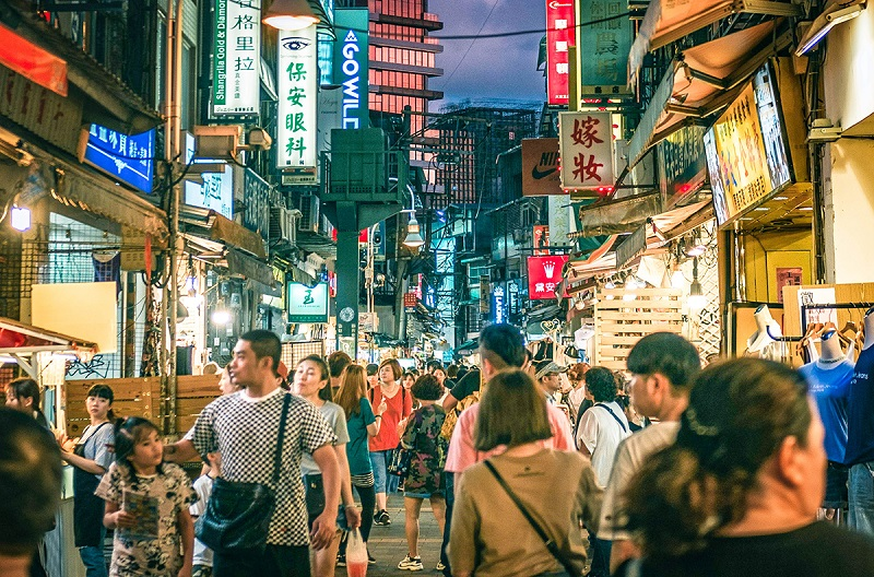 Khu mua sắm Ximending (Tây Môn Đình) tấp nập vào buổi tối