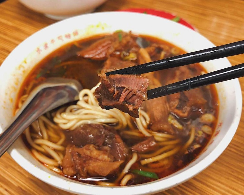 Mì bò Đài Loan với sợi mì dai và thịt bò ninh nhừ