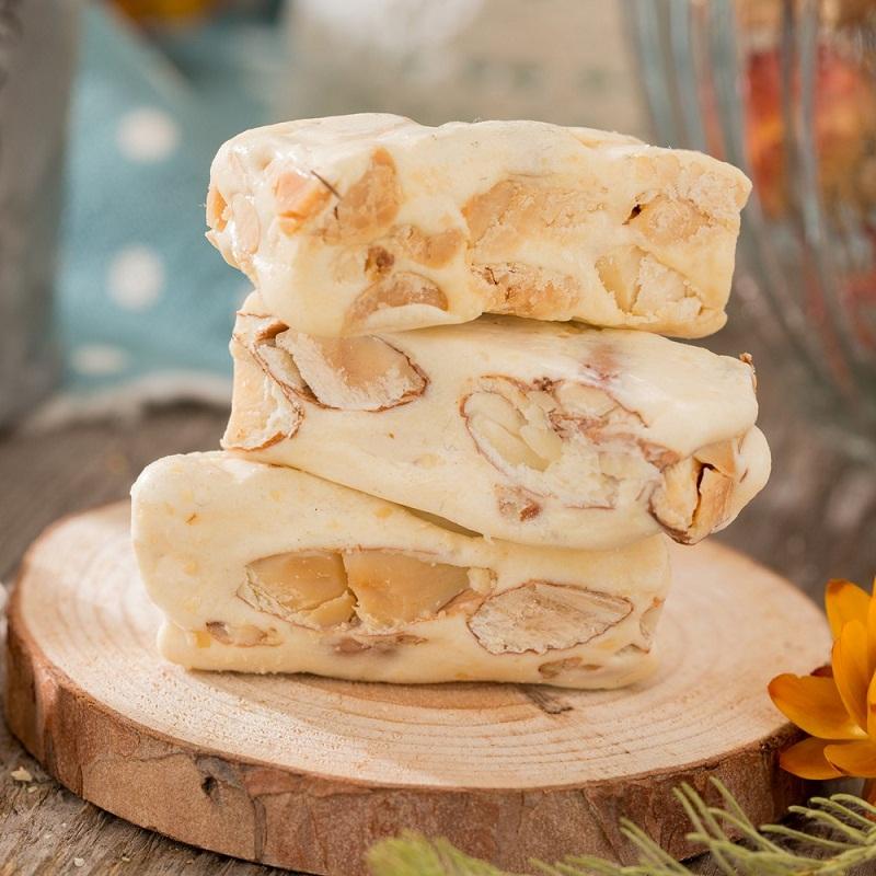 Kẹo Nougat với phần nhân đậu phộng thơm bùi