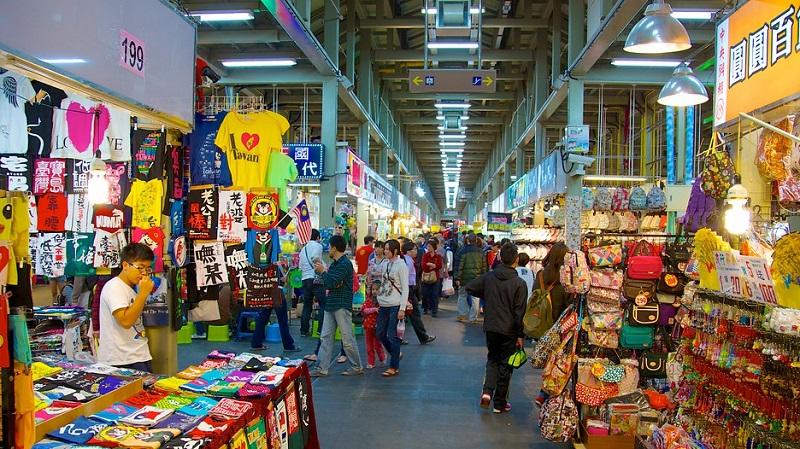Các gian hàng đủ loại mặt hàng ở khu chợ tại Đài Loan