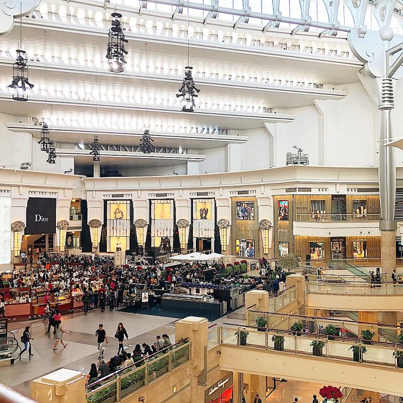 Bên trong trung tâm mua sắm Tapei 101