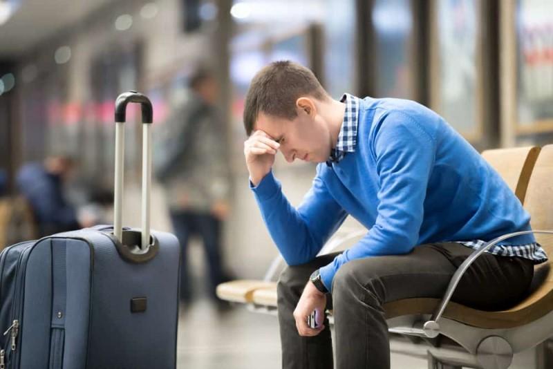 Ngồi chờ tại sân bay