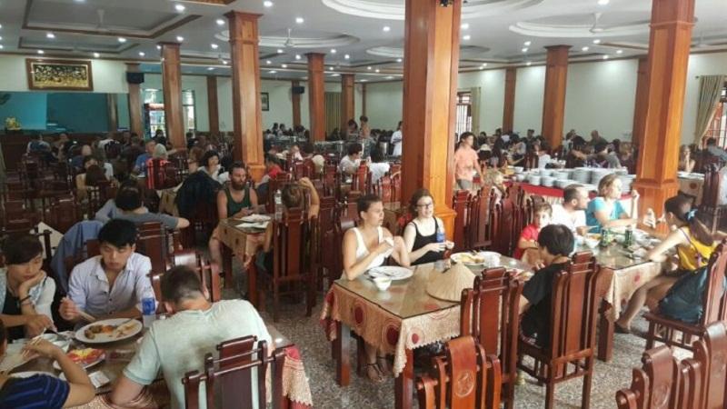 Nhà hàng Đức Dê Ninh Bình luôn tấp nập thực khách tới ăn