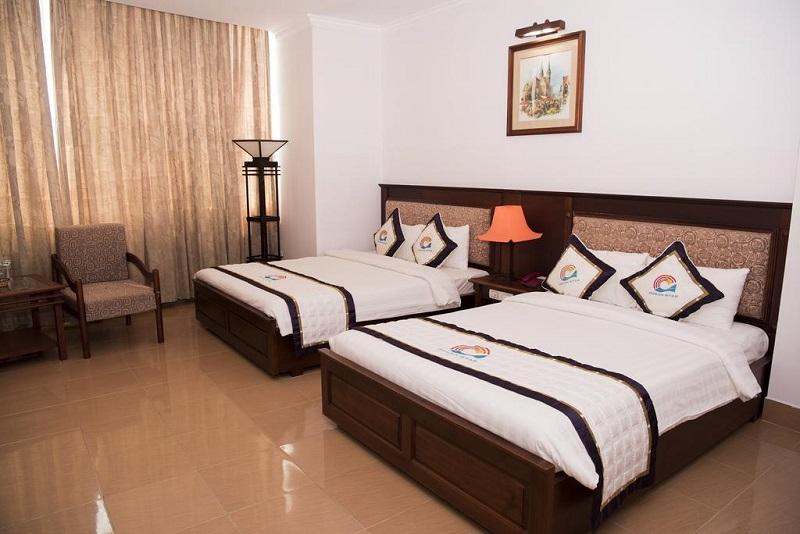 Không gian phòng ngủ ấm cúng ở Ocean Star Hotel