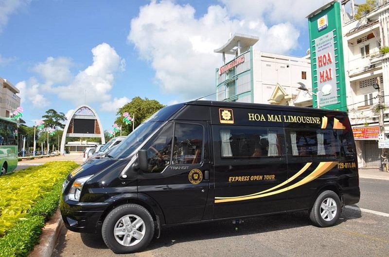 Xe limousine đi Vũng Tàu Hoa Mai với màu đen sang trọng