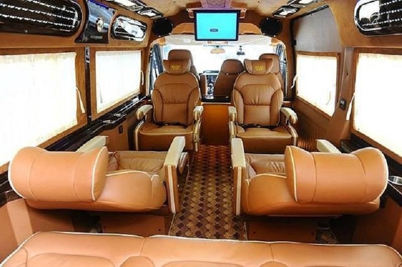 Không gian ghế ngồi bên trong xe limousine đi Vũng Tàu Hoa Mai