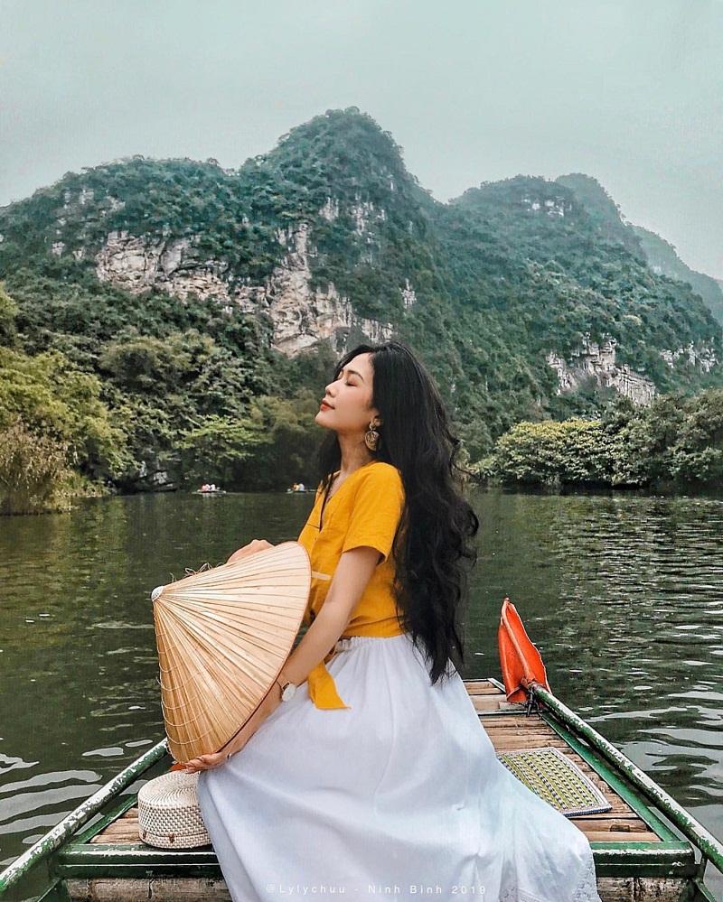 Đi thuyền ở Tam Cốc