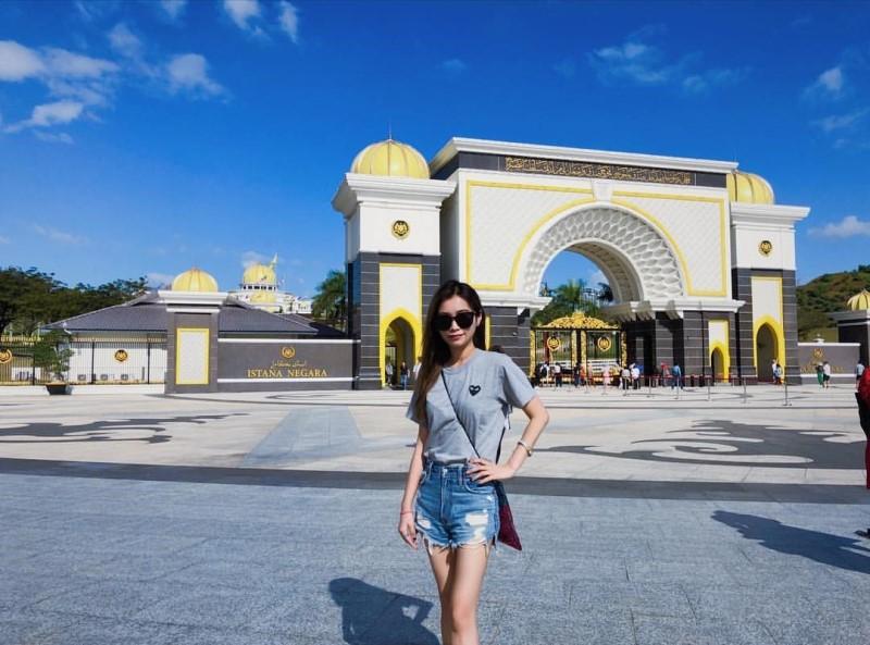 Check in tại Cung điện hoàng gia Istana Negara